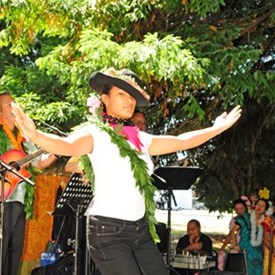 Coleen Lemanu doing her hula thang!!! She was a big hit...  (photo by Joseph Miceli Digimagery@yahoo.com)