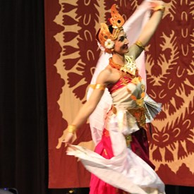 graceful...Indonesia Dance troupe