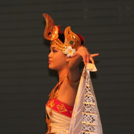 Beautiful...Indonesia Dance troupe