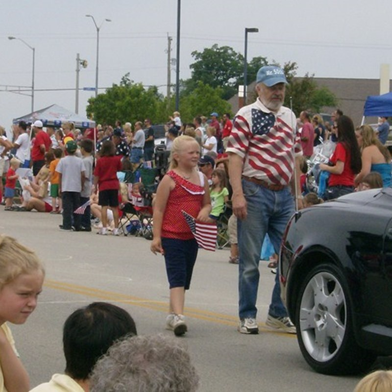 Ken with his great-granddaughter Haley in the 2009 Franklin Independence Day parade.