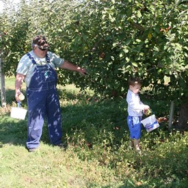 Kaleb & Papa Grant picking apples, what a great way to spend family time.