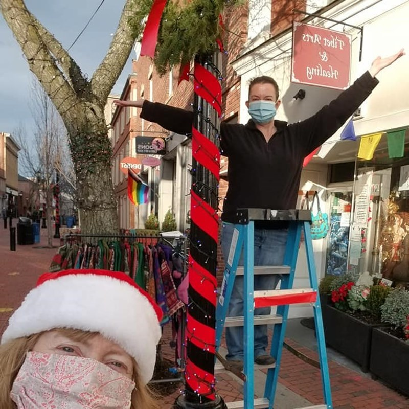 Volunteering for holiday decorating with Salem Main Streets!