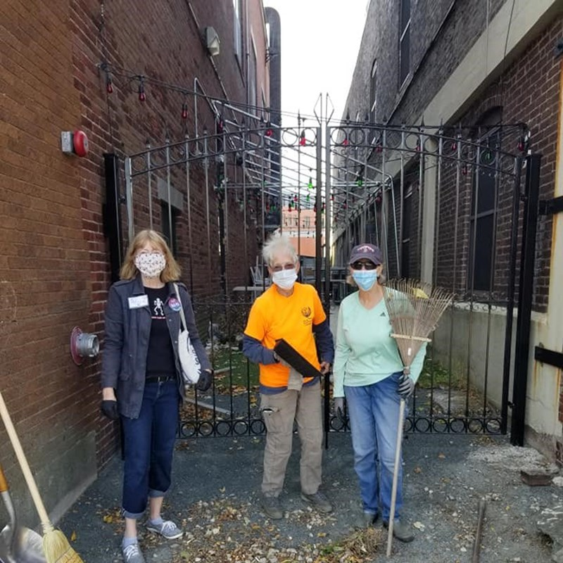 Fun to help out the Salem Beautification Committee tidying up Lafayette Street.  They do such a terrific job of keeping Salem beautiful!