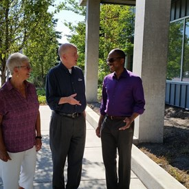 Dave in a lively conversation about the importance of education with Carol Landa-McVicker and Francis Adewale while touring Spokane's downtown higher ed campus.