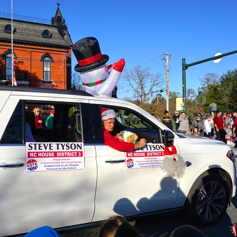 AFter the Havelock Parade, Steve made his way to the New Bern Christmas Parade!